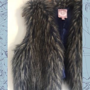 Romeo and Juliet Couture 💙 Fake fur vest